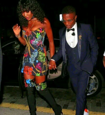 CHOI! SEE THE WAY WIZKID LOOKS BESIDE NAOMI CAMPBELL