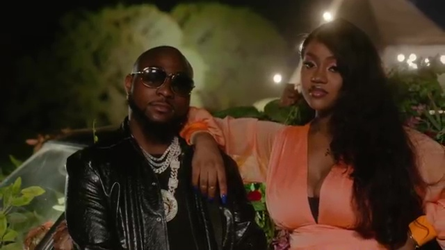 """(+LYRICS+MEANING+TRANSLATION) MUSIC REVIEW- ONE MILLI BY DAVIDO """"THE MEANING OF THIS SONG + IS THIS THE 'WIFE FEATURE' DAVIDO WAS REFERRING TO?"""