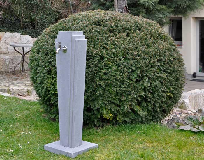 OGGI-Beton: Wasserzapfsäule Adina