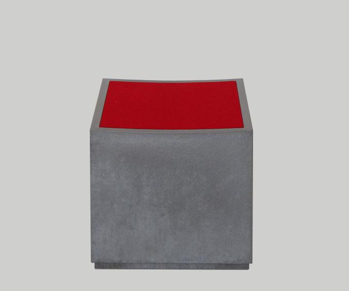 OGGI-Beton: Wohnen mit Betonmöbeln – Sitzwürfel