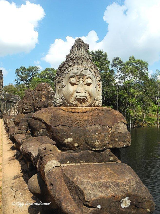 Teste di Buddha ad Angkor