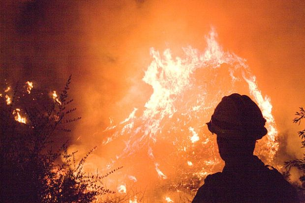 640px-FEMA_-_33390_-_Northern_California_fire_crews_work_into_the_night