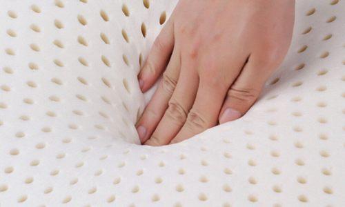 手壓乳膠微微下凹