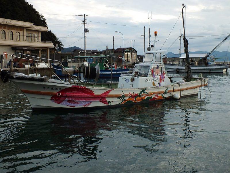 Bateau de pêche japonais de la flotte de Team Ogi sur Ogijima