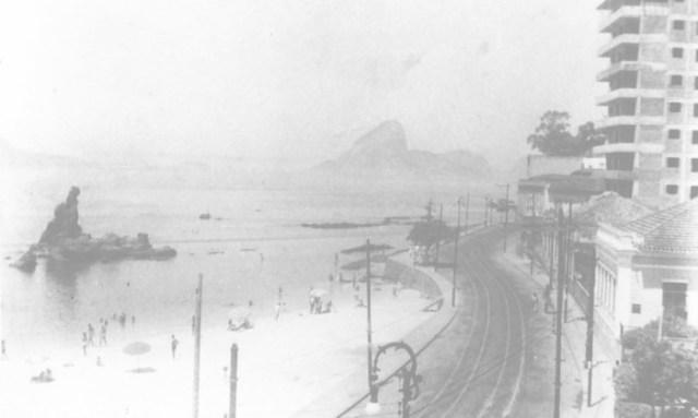 Praia de Icaraí em 1947, doze anos após a doação do terreno pelo estado ao clube Foto: Divulgação