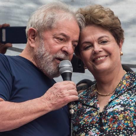 Lula e Dilma antes de o ex-presidente se entregar à Polícia Federal 07/04/2018 Foto: NELSON ALMEIDA / AFP