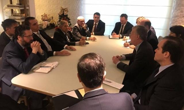 Jair Bolsonaro e John Bolton se reúnem na casa do presidente eleito brasileiro, no Rio Foto: Divulgação/Assessoria de Imprensa Jair Bolsonaro
