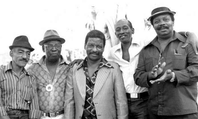 Nelson (quarto, da esquerda para direita), com Xangô, Padeirinho, Zagaia e Babau Foto: Divulgação