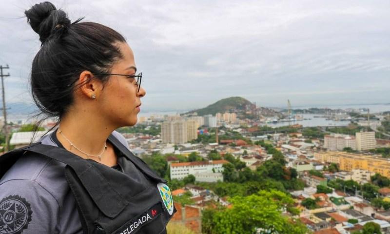 ... E a fera. Camila em operação no Morro do Boa Vista Foto: Divulgação/Alex Oliveira