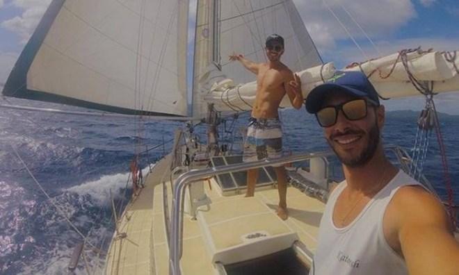 Os irmãos Celso Pereira Neto, de 26 anos, e Lucas Pereira, de 23, zarparam em março de 2018 para dar a volta ao mundo a bordo do veleiro Katoosh Foto: Reprodução/Instagram