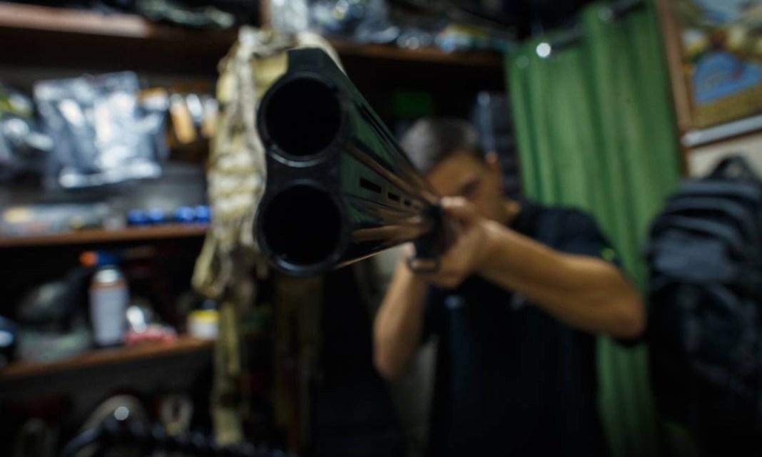 Crescimento de registros não é explicado apenas pelos novos armamentos, mas também por registros expirados que foram reativados Foto: Daniel Marenco / Agência O Globo