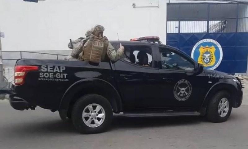 Agentes do GIT chegam à unidade prisional Foto: Reprodução de vídeo