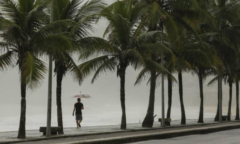 A cidade teve seu fevereiro mais chuvoso dos últimos 23 anos,desde o início da medição do Alerta Rio,o que deu um clima bem diferente à estação solar Foto: Gabriel Monteiro / Agência O Globo