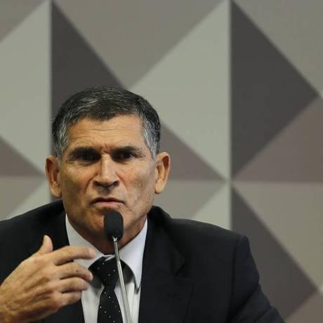 General Santos Cruz em depoimento no Congresso Foto: Jorge William / Agência O Globo