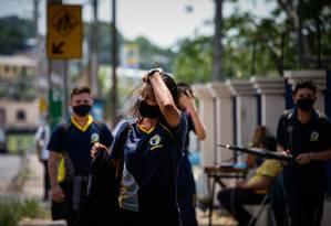 Os jovens voltam às aulas presenciais em Manaus (AM).  Foto: Raphael Alves / Agência O Globo