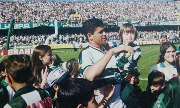 Cleber Arado.  At 48 years old, the former Coritiba striker was one more to lose the battle to Covid-19 Photo: Divulgação/Coritiba