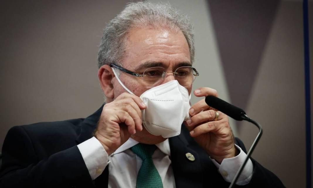 Ministro da Saúde, Marcelo Queiroga, se esquivou de perguntas e não disse se concorda com Bolsonaro sobre uso de cloroquina: