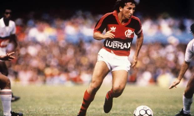 26th - FLAMENGO (1987) - Zico in a match against Santa Cruz, at Maracanã.  Photo: Hipólito Pereira / Hipólito Pereira/O Globo
