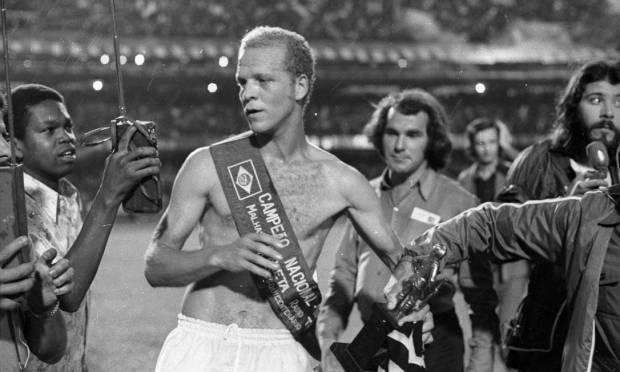 23rd - PALMEIRAS (1972) - Ademir da Guia with the champion belt.  Photo: Archive/O Globo