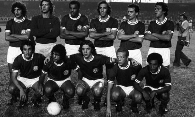 19th - PALMEIRAS (1973) - Standing: Alfredo, Leão, Luis Pereira, Eurico, Dudu and Zecão.  Crouching: Ronaldo, Cesar, Leivinha and Ademir da Guia.  Photo: Antônio Carlos Piccino/O Globo