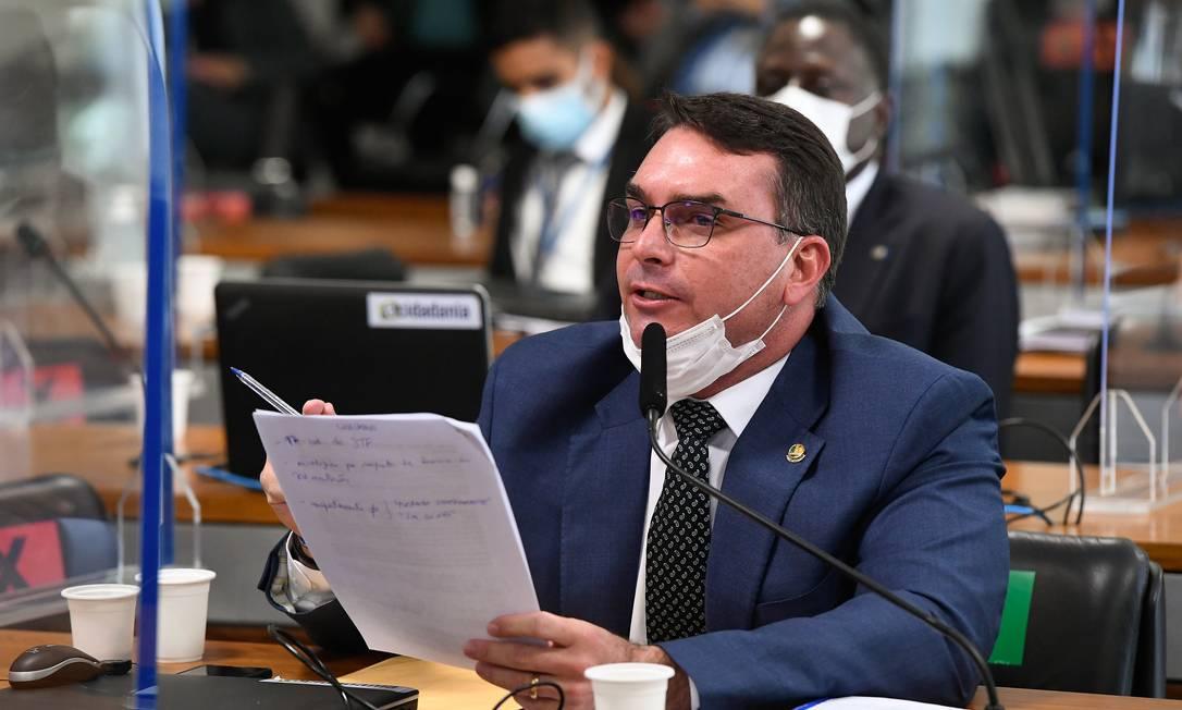 O filho do presidente e senador Flavio Bolsonaro (Patriota-RJ) tumultuou novamente a CPI da qual não é integrante, em defesa do governo do pai Foto: Jefferson Rudy / Jefferson Rudy/Agência Senado