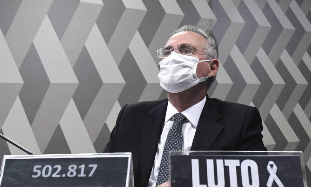Relator Renan Calheiros (MDB-AL), que passou a usar o número oficial de mortos no lugar da sua placa nominal, adicionou a palavra