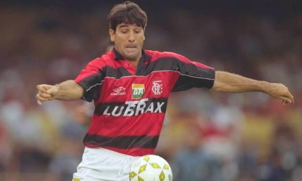 Renato Gaúcho dominates the ball during the 1997 Brasileirão match Photo: Hipólito Pereira / Agência O Globo - 09/20/1997