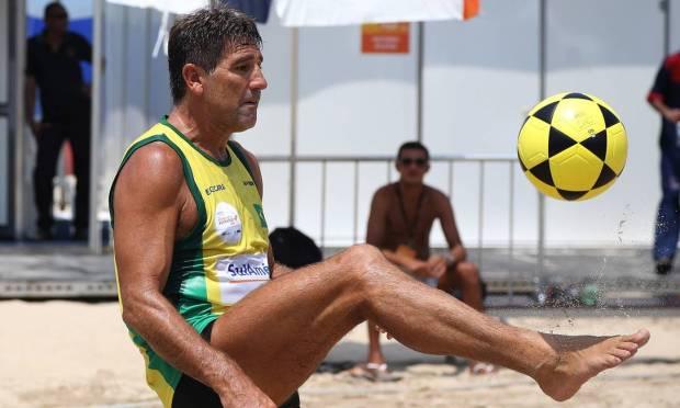 Renato Gaúcho played the 4x4 Footvolley Mundialito, in 2013, held in Copacabana Photo: Arquivo O Globo - 03/08/2013