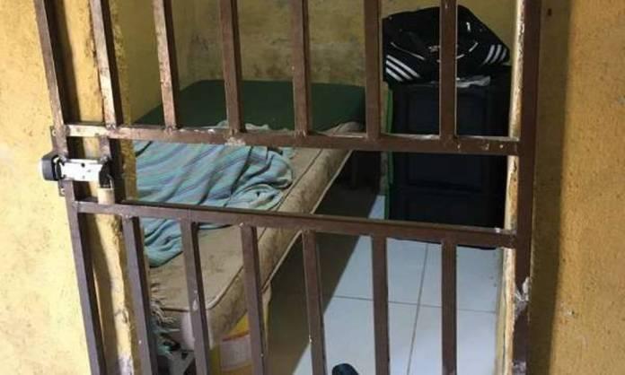 A Polícia encontrou as vítimas aprisionadas em celas e sem condições sanitárias Foto: Divulgação PCCE