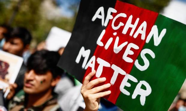 """""""Afghan lives matter""""  Photo: CHRISTIAN HARTMANN / REUTERS"""