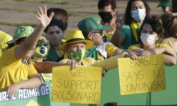 """We support Bolsonaro""  and ""Brazil says no to communism"", they say Photo: Cristiano Mariz / O Globo"