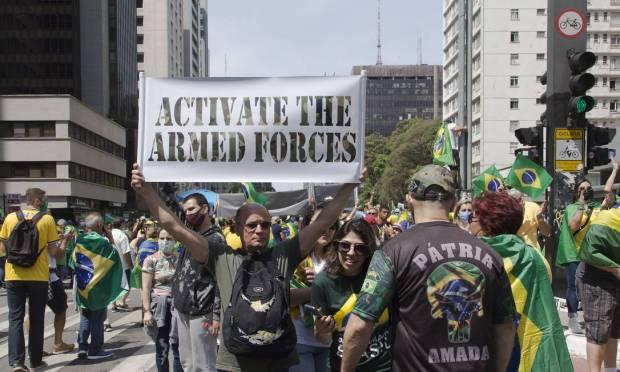 """Activate the Armed Forces""  Photo: Edilson Dantas / Agência O Globo"