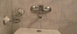 IGALO Izdajem sobe sa zasebnim kupatilom u centru grada  ,blizu plaze
