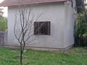 Prodaja – kuća u Verićima sa zemljištem