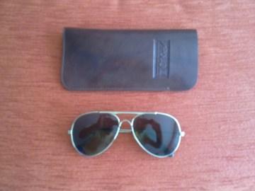 Sunčane naočale i futrola