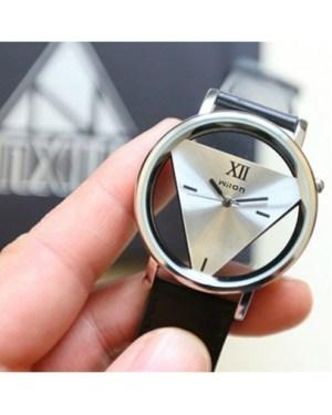 Стилен дамски часовник - черна каишка