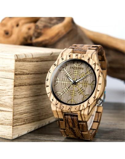 интересен дървен часовник