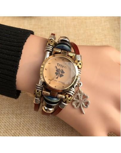 Свеж и модерен дамски часовник-гривна с детелина