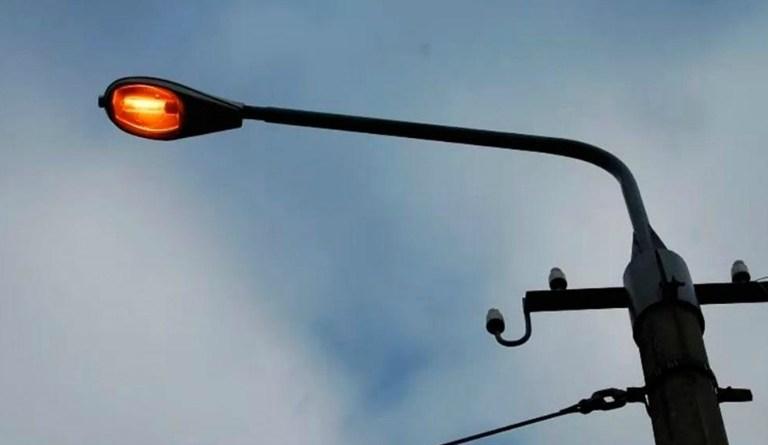 В Чайковском округе продолжаются работы по электроосвещению сельских улиц