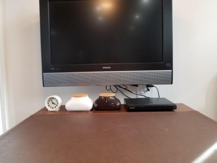 ダイニングルーム 壁掛けテレビ ケーブルが見えてしまう