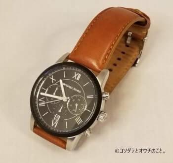 撮影ボックス(黄ライト×白背景)で撮った腕時計