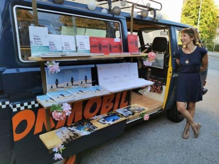 Ogulin.eu Pjesnikinja s kombi putujućom knjižnicom Maja Klarić stiže u Ogulin