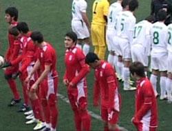 Futbolculardan İlginç Saygı Duruşu