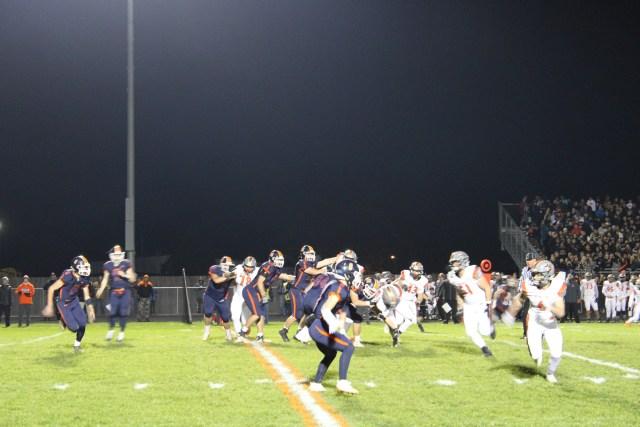 Oswego kicks off against Minooka