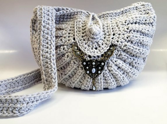 crochet seashell bag made with caron cotton cakes yarn