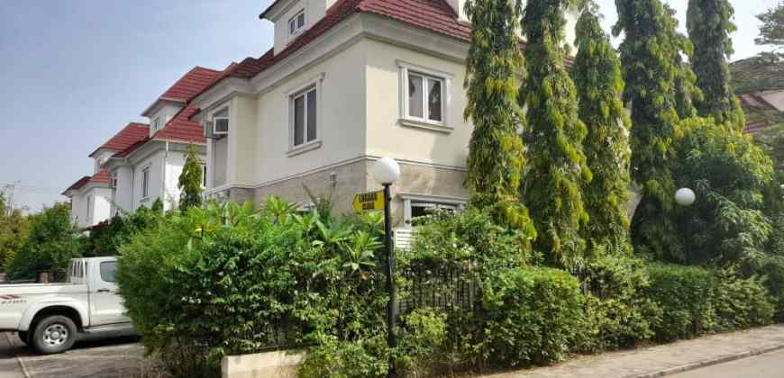 Exquisitely Finished 4 Bedroom Terrace Duplex