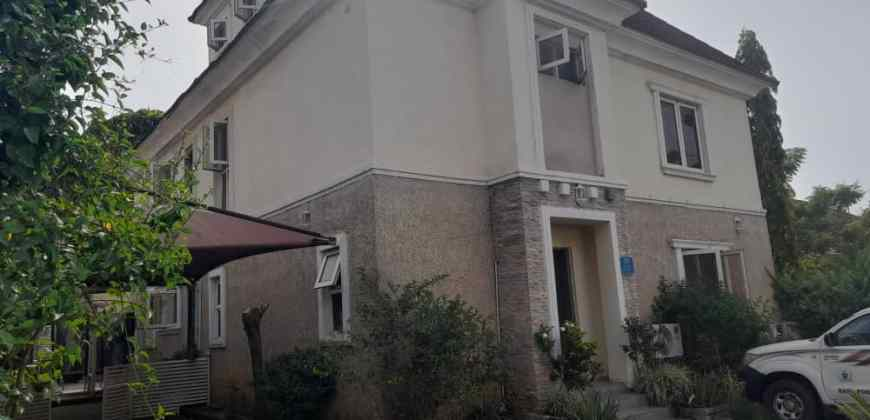 Exquisitely Finished 4 Bedroom Terrace Duplex