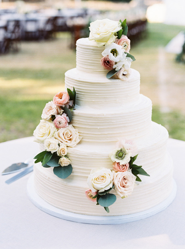 20 Perfect Wedding Cakes for 2017 Trends   Oh Best Day Ever buttercream wedding cakes with flowers