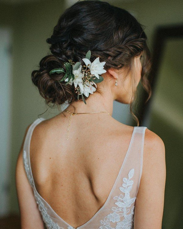 18 Trending Wedding Hairstyles With Flowers Page 2 Of 3