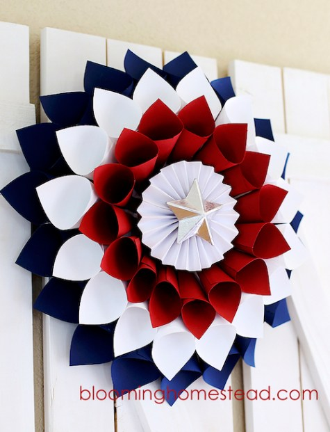 DIY Patriotic Wreath. Easy 4th of July Crafts to Make in 2018. Fourth of July is the perfect time to do some DIY projects to celebrate America! Make your house look patriotic with these simple red white and blue crafts. You can find 4th of July wreaths, centrepieces, firecrackers and all other 4th of July decor here. Most of these 4th of July crafts can be made by kids and toddlers. 4th of July crafts kids, 4th of July Crafts DIY, 4th of July crafts preschoolers #4thofJuly